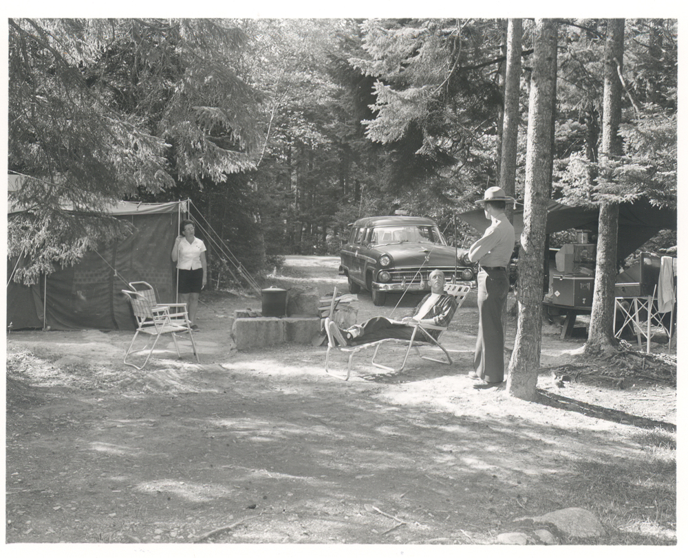 web-0132-Ranger_talking_to_campers