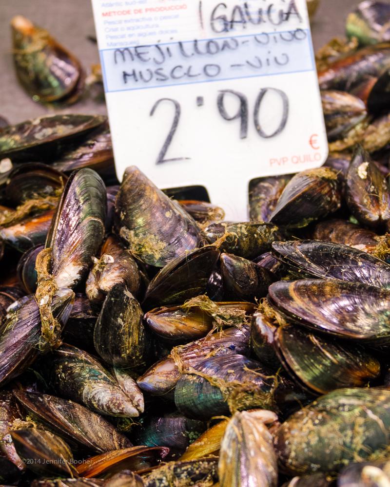 Mercat de Sant Josep de la Boqueria, la Boqueria, Barcelona, Spain, Espana, Catalonia, Catalunya, fish, market, mercado, fishmonger, seller, mussel, mussels, mejillon, musclo, Galicia